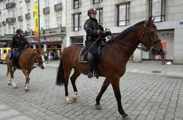 El-60-de-la-policia-noruega-pr_54236541719_53389389549_600_396